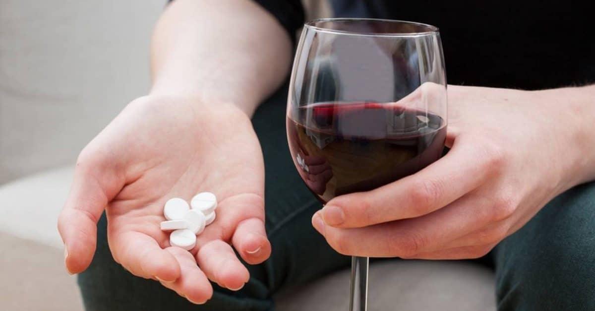 Алкоголь и препараты от давления — опасно ли смешивать?