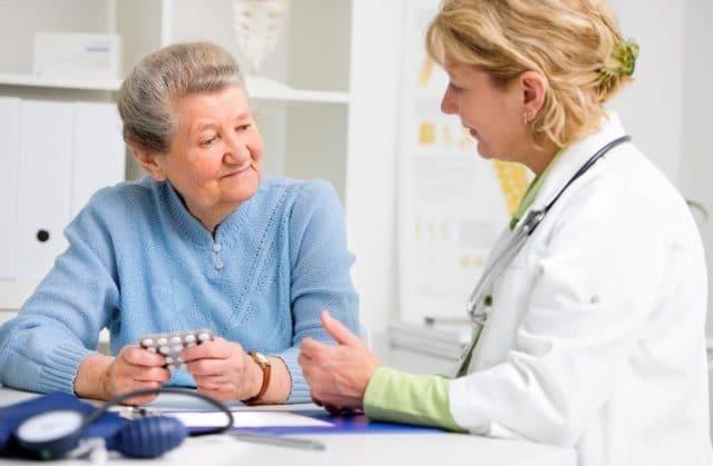 Многие гипертоники на своем личном опыте знают, что Но-шпа действительно быстро снижает давление и может выручить, когда других гипотензивных лекарств под рукой нет