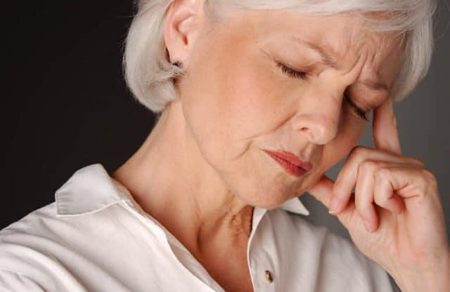 С одной стороны тревога и признаки депрессии, возникающие на фоне повышенной психоэмоциональной нагрузки, могут способствовать появлению гипертензии