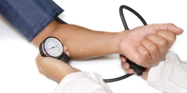 Погуляйте хотя бы пол часика – и давление сразу снизится. Гуляйте по 30-40 минут каждый день, и ваше давление постепенно нормализуется