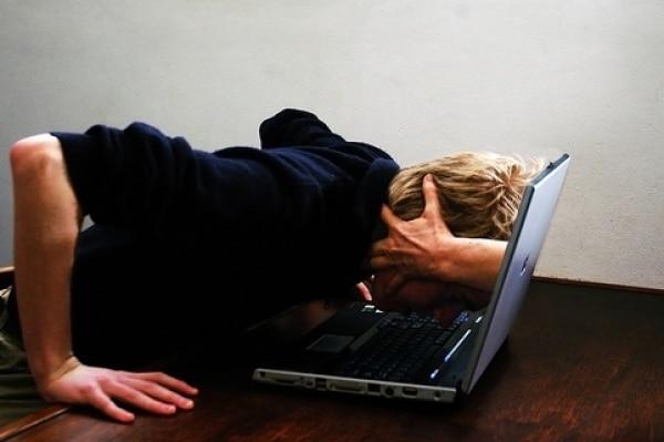 Точно такое же действие на организм оказывает вынужденная бессонница, когда у человека из-за работы или учебы банально не хватает времени на полноценный сон