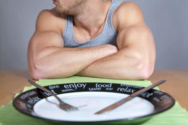 При наличии болезни отказ от пищи лучше проводить под контролем врача