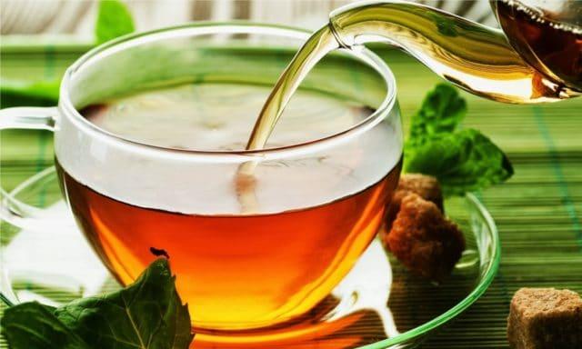Для тех кто страдает повышенным давлением им пить нужно очень слабый теплый или холодный черный чай