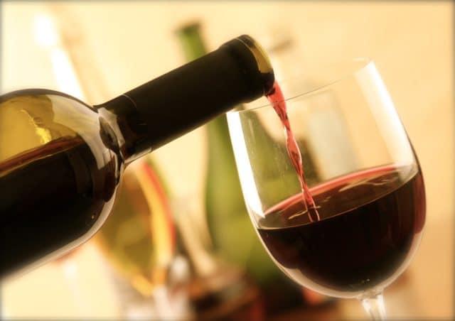 Но пациент должен знать, что употреблять алкоголь следует не только в малых дозах, но и редко