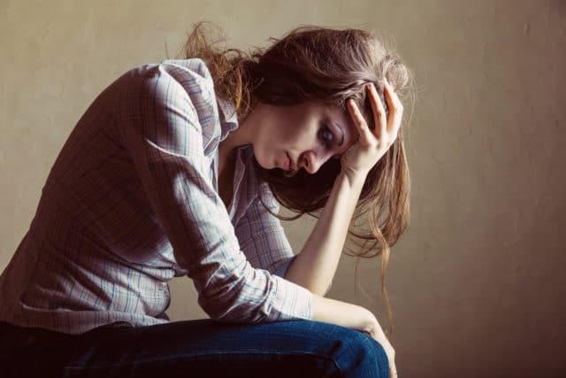 На головные боли жаловалось пациенты лишь в 10% случаев, очень редко к перечисленным явлением присоединялись боли в животе или спине
