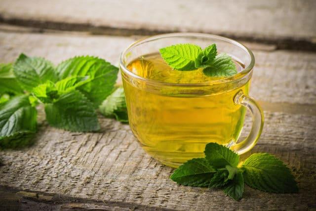 Кроме того, чай, понижающий артериальное давление, полезен для снижения риска инсульта, аритмии и различных заболеваний сердца