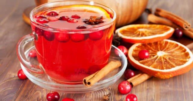 Те, кто не любит кислый вкус, могут добавлять в чай мед, сахар, корицу, кусочки фруктов