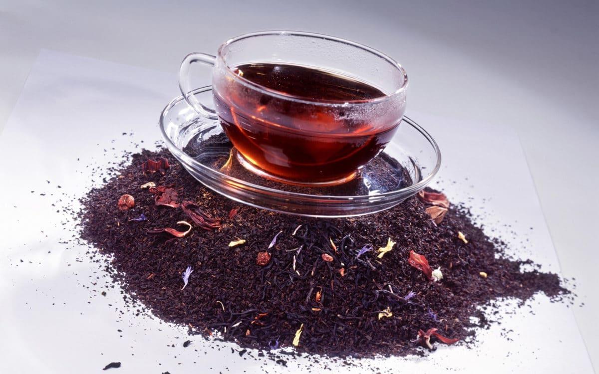 Чай каркаде повышает давление или понижает?
