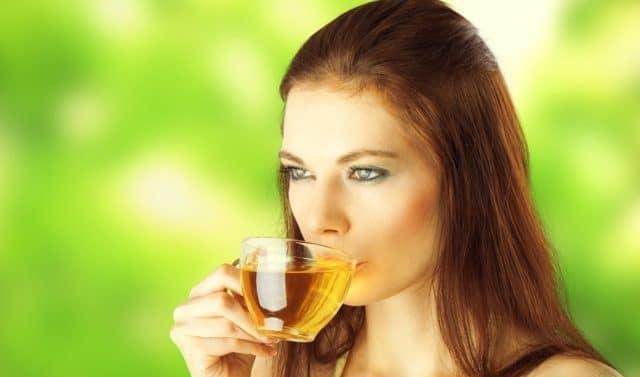 Свежие листья по аскорбиновой кислоте намного опережают лимон
