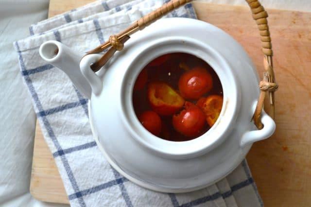 Можно заваривать плоды и соцветия травы в термосе и принимать напиток небольшими порциями в течение дня