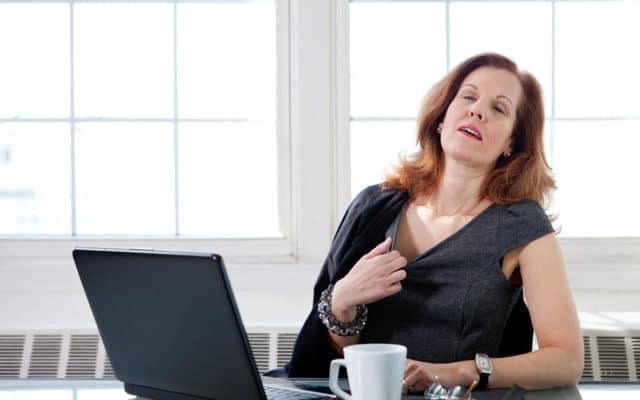 Если вы относитесь к тем женщинам, у которых климакс протекает с обычными симптомами, наиболее вероятным и легким из них будут приливы