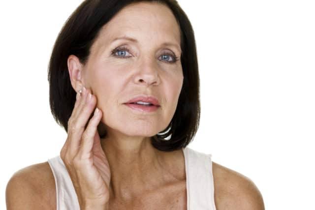 Давление при климаксе и менопаузе: симптомы, причины, нормы, лечение