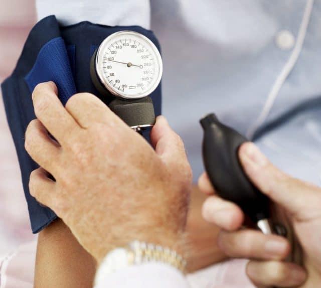 В свою очередь, частые испражнения вызывают у человека эмоциональные переживания, способствующие повышению артериального давления