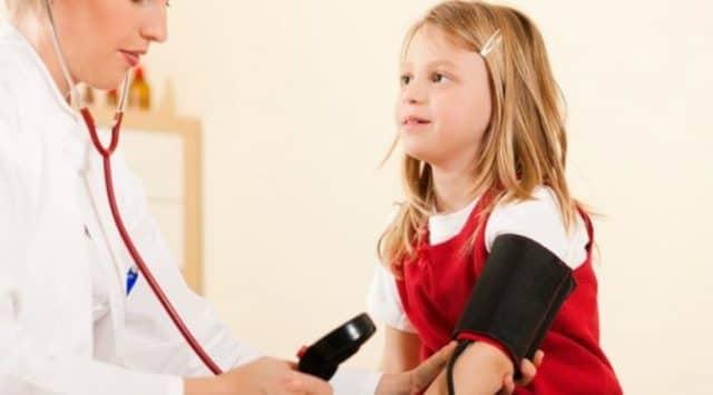При проведении процедуры ребенок не должен быть взволнован, или расстроен, тем более не должен плакать