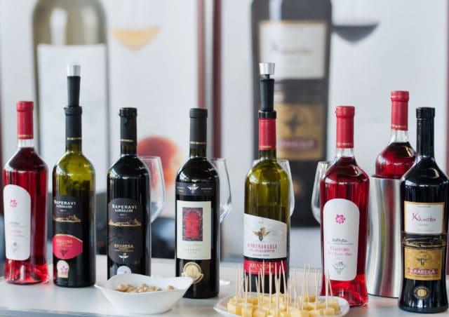 Сухие красные вина снижают давление, столовые и креплёные — повышают