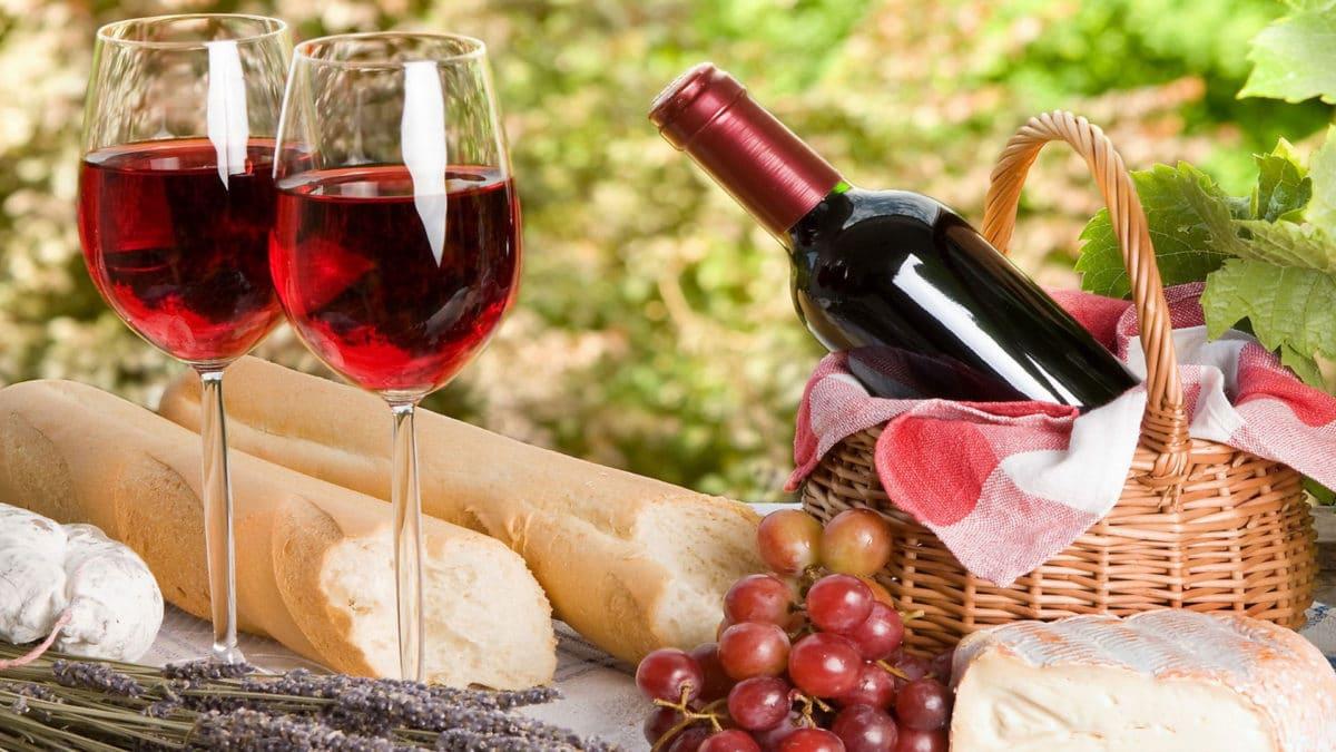 Вино — повышает или понижает давление?