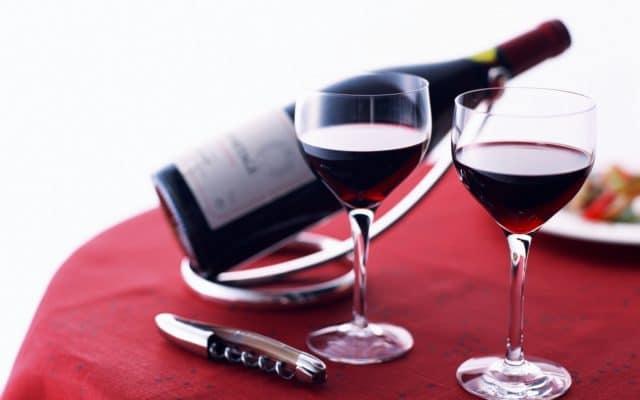 В составе напитка – сложные органические вещества-антиоксиданты, обладающие свойствами связывать свободные радикалы, положительно влиять на состояние сердечнососудистой системы