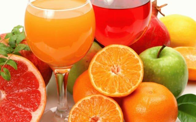 Поскольку в апельсинах содержится много витаминов и солей калия, их включают в диеты больных гипертонической болезнью и атеросклерозом