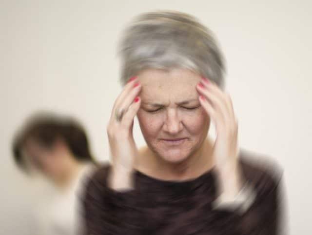 В инструкции указаны следующие побочные реакции: могут проявляться нервные тики, обмороки