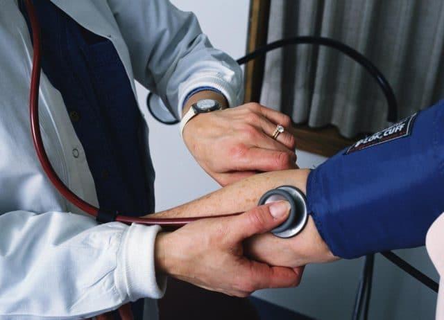 Лекарственный препарат назначается при высоком артериальном давлении, которое приводит к развитию полноценной артериальной гипертонии