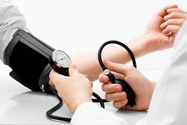 Медпрепарат может быть назначен в составе комплексного лечения при повышенном давлении