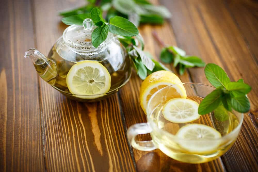 Зеленый чай с лимоном и мятой