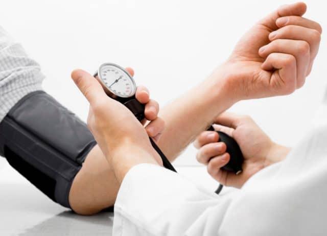 Помимо антигипертензивной активности, этот медикамент также борется с проблемой сердечной недостаточности, нормализует и улучшает работу сердечной мышцы