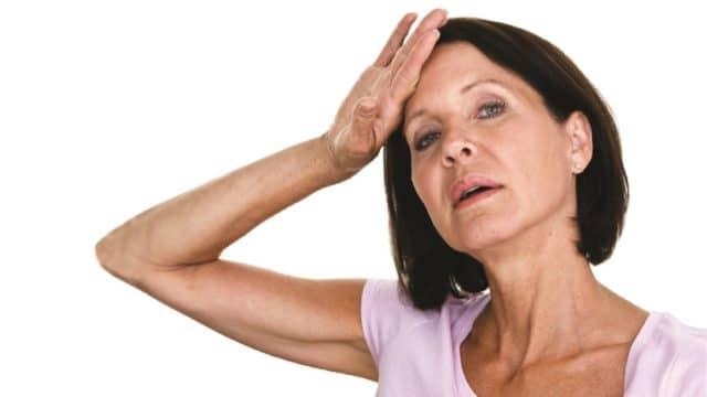 При развитии неблагоприятных симптомов нужно вызвать скорую, промыть желудок и принять любой энтеросорбент