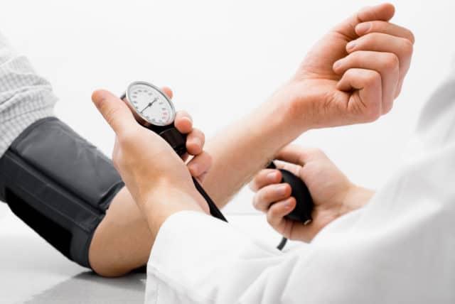 Усредненное «идеальное» медицинское соотношение — 120/80, при интервале в 50 единиц между показаниями в момент систолы и диастолы