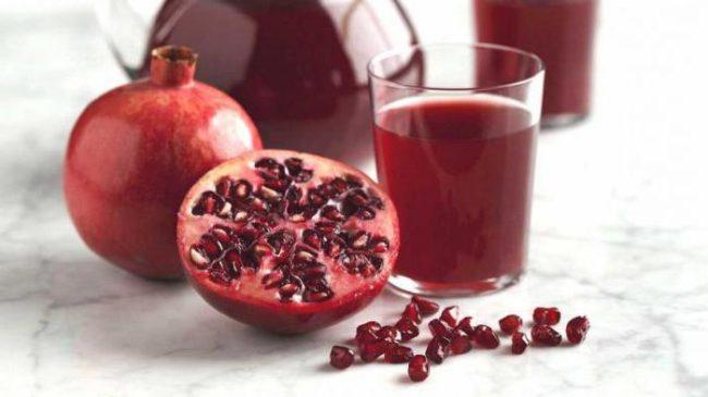 Врачи советуют пить только свежевыжатый гранатовый сок при высоком давлении и для общего лечения организма