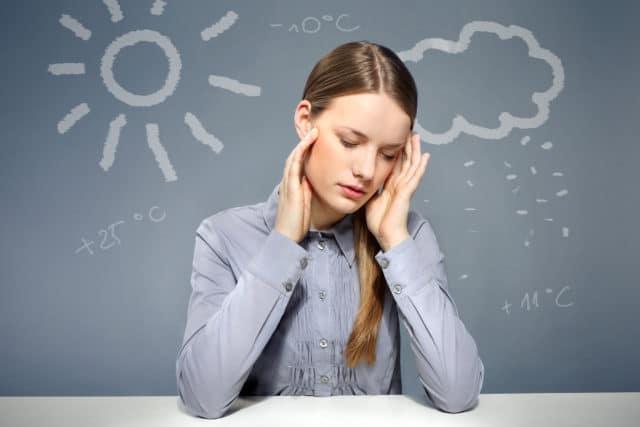 Нередко во время циклона у человека повышается внутричерепное давление, в результате чего начинается сильная мигрень
