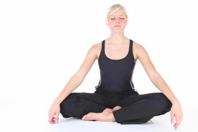Дышать таким образом нужно 2-3 минуты. Метод отлично справляется с резкими скачками давления