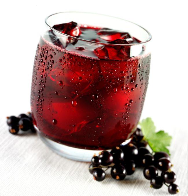 Сухие листья и ветки можно заваривать в качестве чая, однако его нельзя пить, больше чем, один стакан в сутки