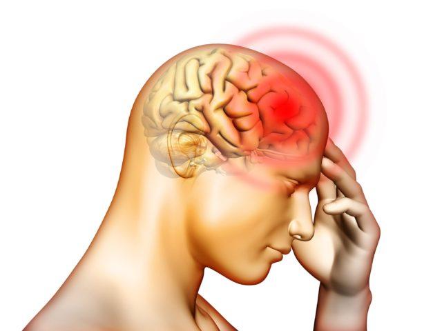 Повышенное давление характеризуется болью в разных областях головы, особенно давит на лоб, виски или затылочную часть