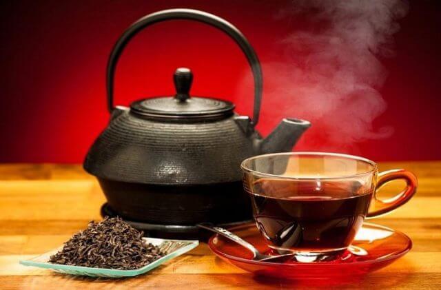 Такой свежезаваренный качественный чай поможет вам повысить давление и избавиться от головной боли