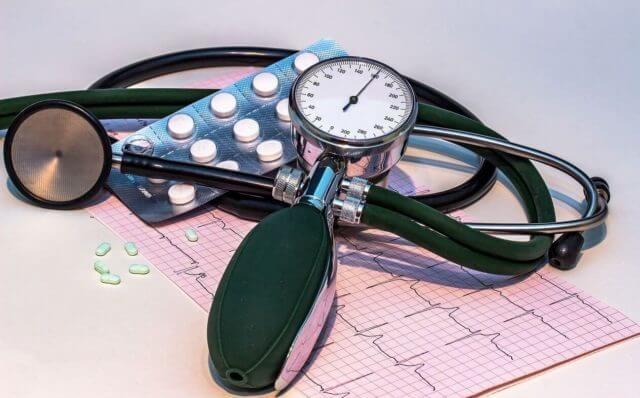 Комплексный подход к лечению дает возможность целенаправленно воздействовать на все процессы, обеспечивающие высокое давление
