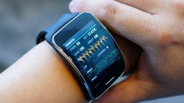 Информация о давлении и пульсе выводится на экран часов, смартфон или компьютер