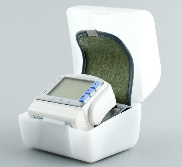 Аппарат автоматически выдает частоту сердечного ритма