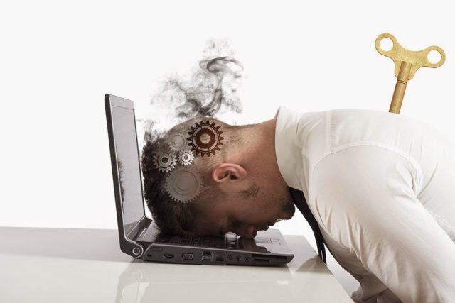 Появляется вследствие перманентного стресса, тяжелых психологических, эмоциональных перегрузок
